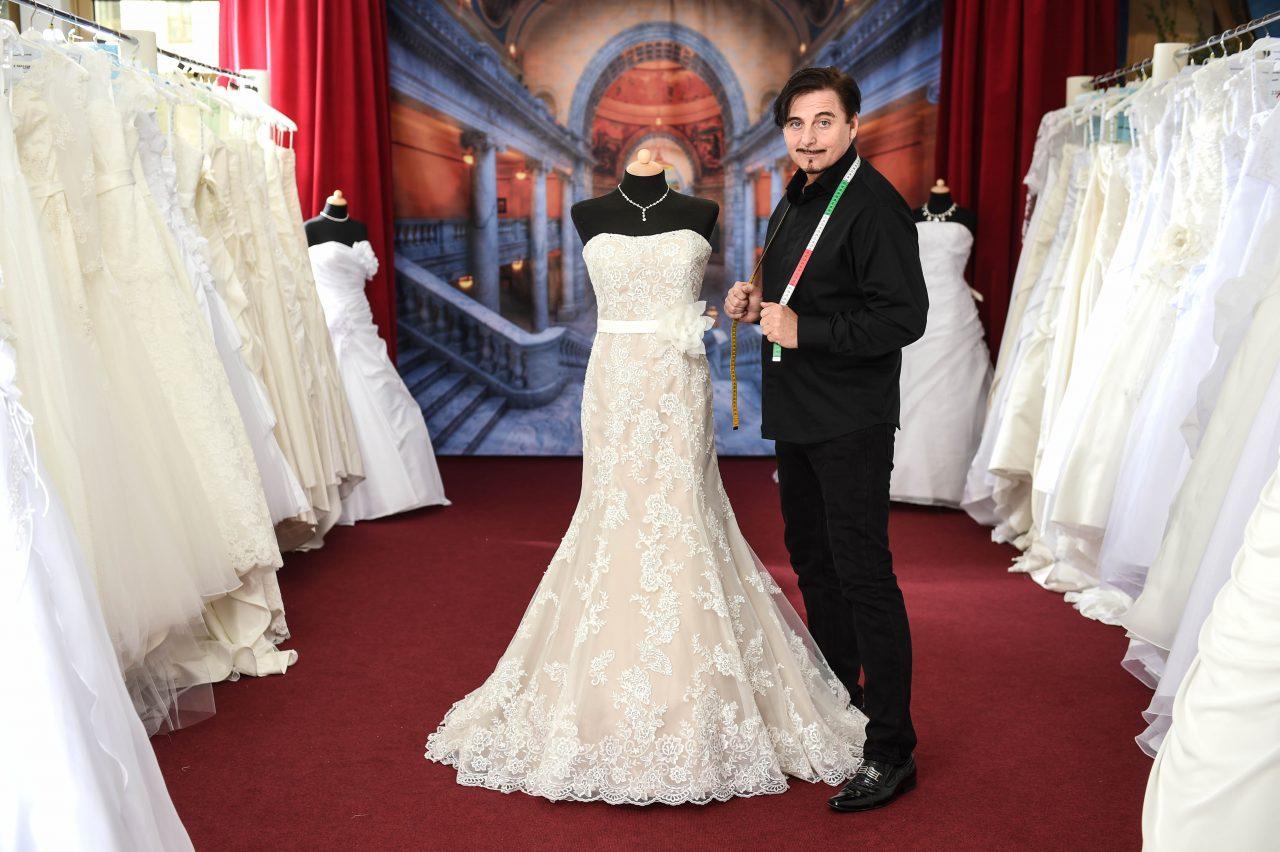Uwe Herrmann Weiss Um Das Besondere Kleid Bridal Times